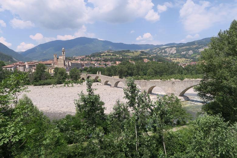 Suggestivi cammini di Destinazione Turistica Emilia, dalla Via Francigena a quella Matildica