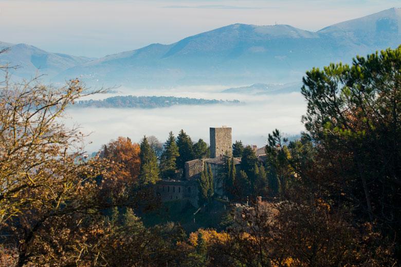 Un romantico Castello nel foliage dell'Umbria