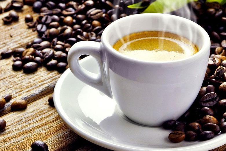 Il caffè va bevuto prima o dopo aver fatto colazione?