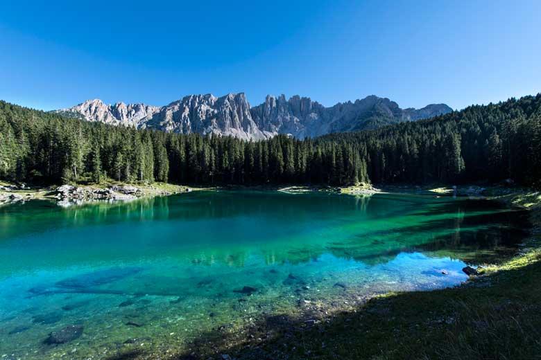 Il lago è la meta più romantica dell'autunno